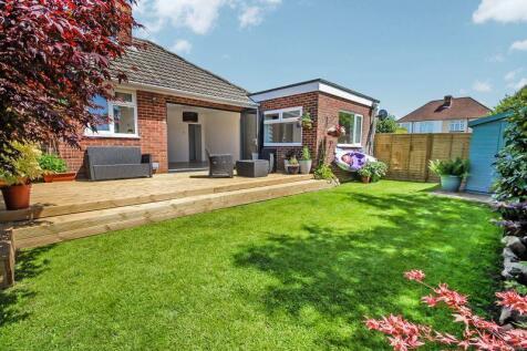Vine Close, Sarisbury Green. 3 bedroom bungalow