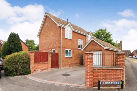 The Glades, Locks Heath. 3 bedroom detached house
