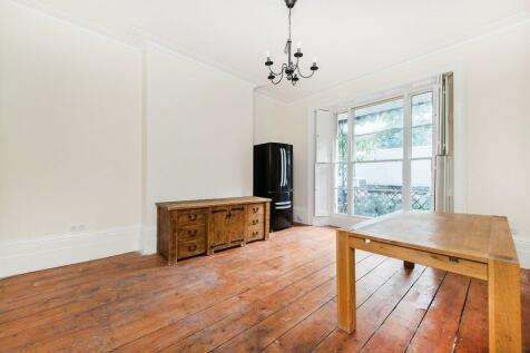 Blackheath Rd, Greenwich, SE10 (jk). 2 bedroom maisonette
