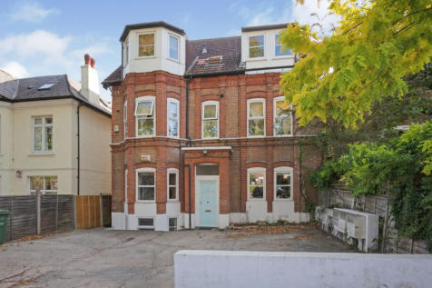 Palace Road, London, SW2. 3 bedroom apartment