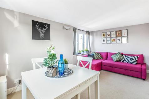 Mitcham Lane. 2 bedroom apartment