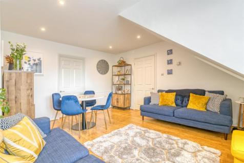 Pennington Drive, Winchmore Hill. 2 bedroom flat for sale