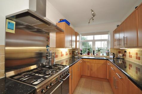 Highridge Close Epsom KT18. 2 bedroom apartment