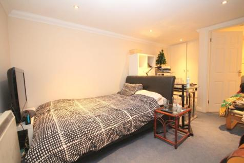 Christchurch Road, Boscombe, BH1. 1 bedroom ground floor flat for sale