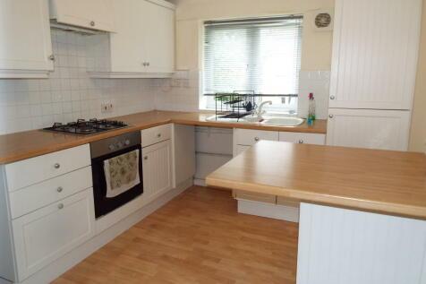 Keats Close, Chigwell, IG7 5NU. 2 bedroom maisonette