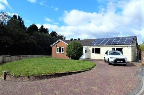 Tyr Meddyg, Ebbw Vale, NP23 5FP. 4 bedroom detached bungalow for sale