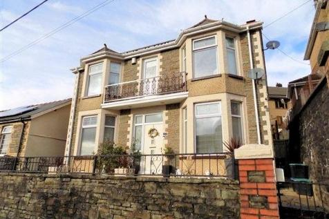 Cwm Cottage Road, Abertillery, NP13 1AT. 3 bedroom detached house for sale