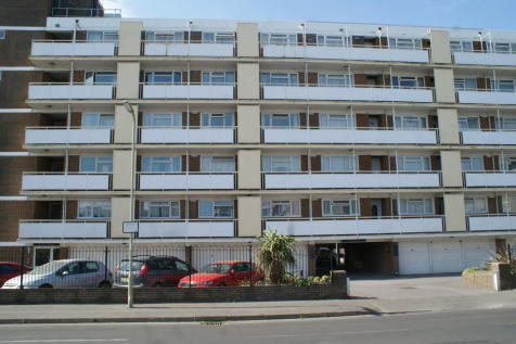 Annes Court, Seafront, Hayling Island, PO11. 2 bedroom flat