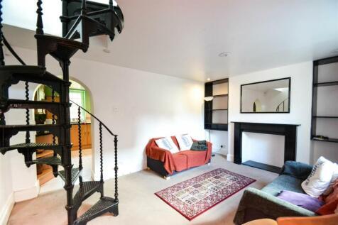 Beavor Grove, Ravenscourt Park, W6. 2 bedroom house