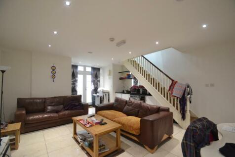 Wolverton Gardens, Hammersmith, W6. 2 bedroom flat