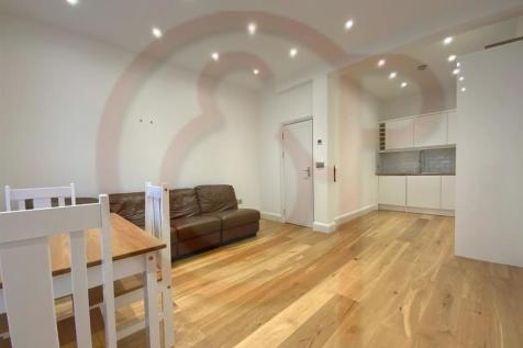 Southerton Road, Hammersmith, W6. 2 bedroom flat