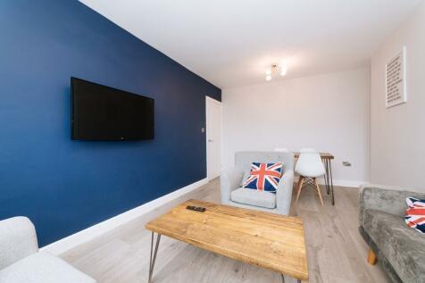 Latona Road, London SE15. 5 bedroom flat