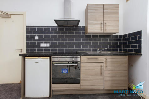 Chesterfield Road, North Shore. 1 bedroom apartment