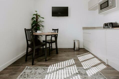 London Road, Cheltenham. 1 bedroom apartment
