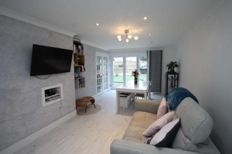 Ashbeam Close, Brentwood. 3 bedroom end of terrace house