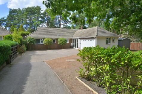 Woolsbridge Road, Ashley Heath. 5 bedroom detached bungalow