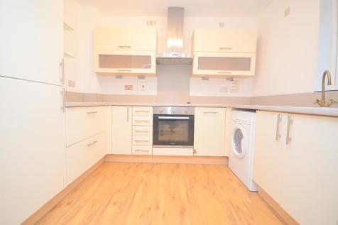 Emerson House, Butts Green Road, Hornchurch, RM11. 2 bedroom apartment