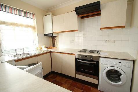 Lyndhurst Drive, Hornchurch, RM11. 2 bedroom flat