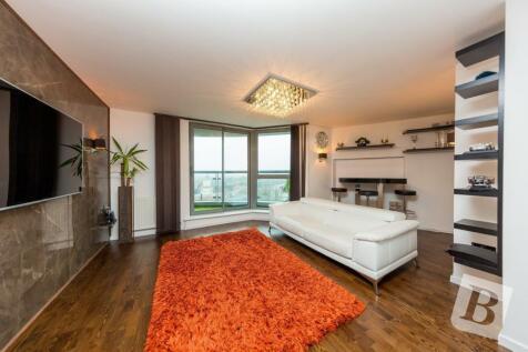 Maxim Tower, Mercury Gardens, Romford, RM1. 2 bedroom apartment
