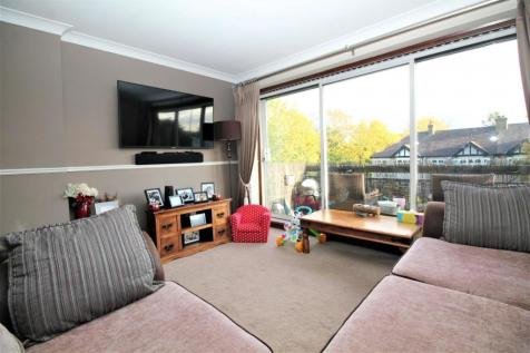 Narboro Court, Manor Road, Romford, RM1. 2 bedroom flat