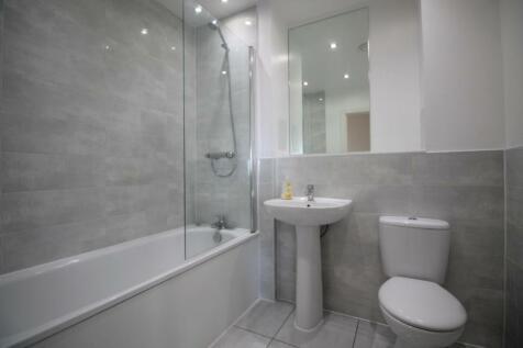 Leyland Court, Angel Way, Romford, RM1. 2 bedroom flat