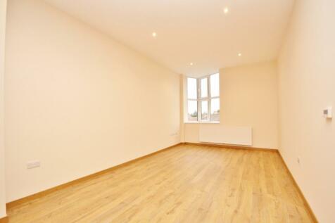 High Road, Chadwell Heath, Romford, RM6. 2 bedroom flat