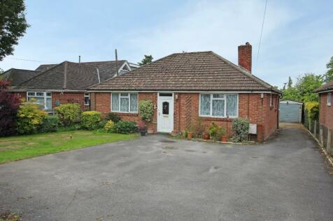 West Wellow. 3 bedroom detached bungalow