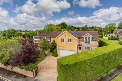 A beautiful refurbished and extended home in Whiteparish. 6 bedroom detached house