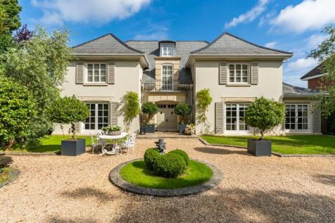 Chilworth. 6 bedroom detached house