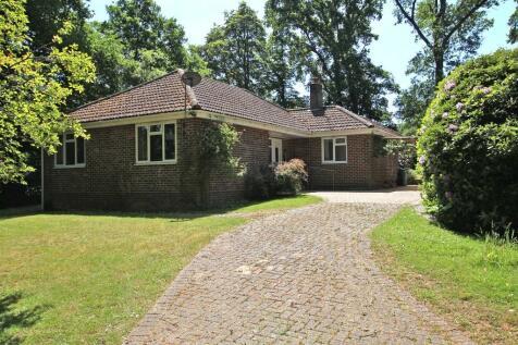 East Wellow. 3 bedroom detached house