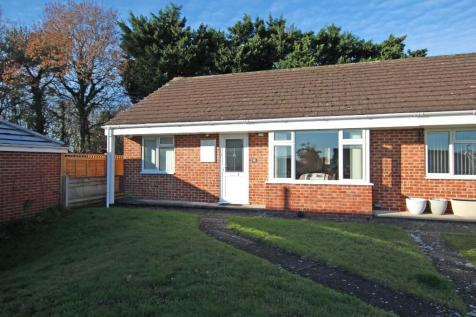 Whiteparish. 2 bedroom semi-detached bungalow