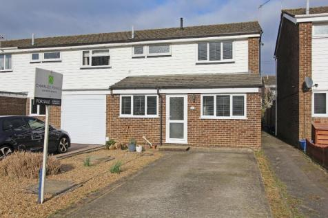 Totton. 3 bedroom end of terrace house