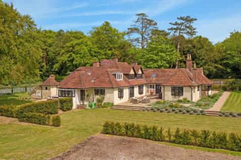 A stunning Arts and Crafts country home on the fringes of Stockbridge. 5 bedroom detached house