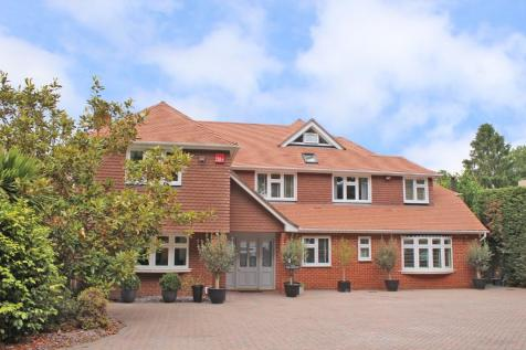 Chilworth. 5 bedroom detached house