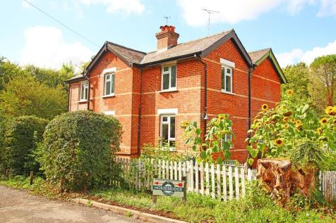 King's Somborne. 2 bedroom semi-detached house