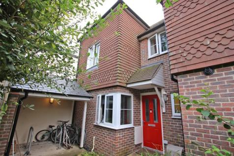 Upper Shirley. 3 bedroom end of terrace house