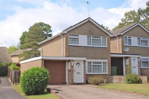 Lordswood. 3 bedroom link detached house