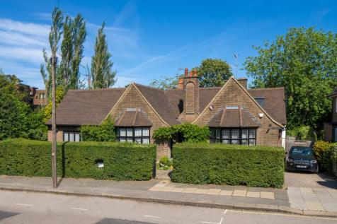 Wellgarth Road, Hampstead Garden Suburb, London, NW11. 4 bedroom detached house for sale