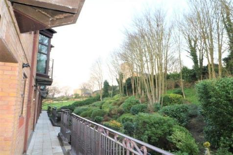 Sealand Court, Rochester. 3 bedroom apartment
