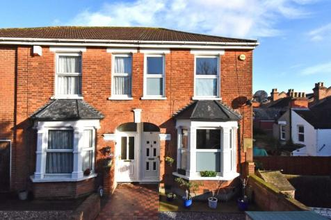 Ravensbourne Road. 2 bedroom terraced house