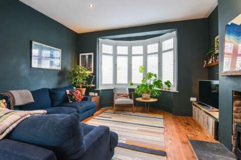 Maclean Road. 4 bedroom terraced house for sale
