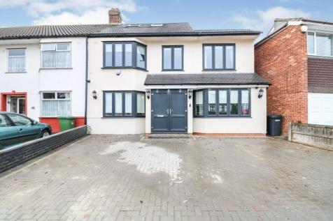 Northumberland Avenue, Hornchurch, RM11. 4 bedroom property for sale