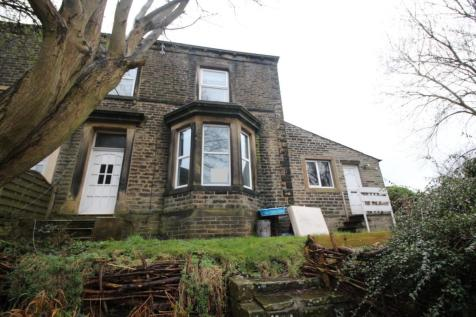 Savile Park Road, Halifax, West Yorkshire, HX1. 3 bedroom end of terrace house