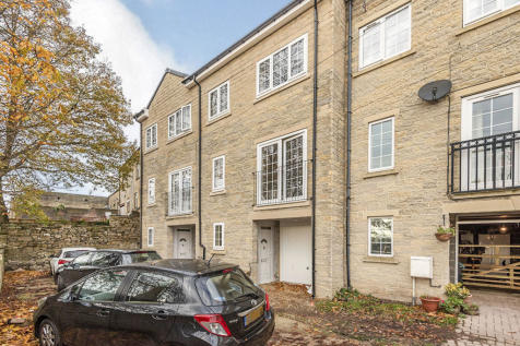 Carrholme Court, Halifax, West Yorkshire, HX1. 3 bedroom terraced house for sale