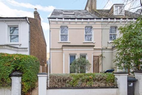 Mansell Road, Acton. 2 bedroom flat
