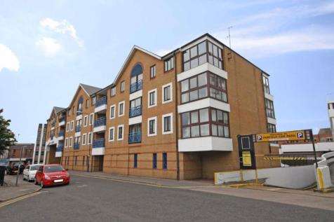 Lady Booth Road, Kingston Upon Thames. 2 bedroom flat
