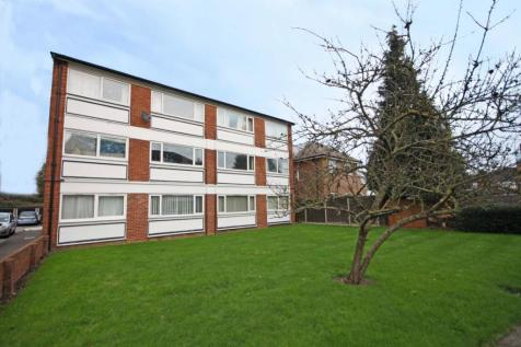 Kingston Road, New Malden. 3 bedroom flat