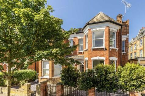 Morley Road, St Margarets. 4 bedroom semi-detached house