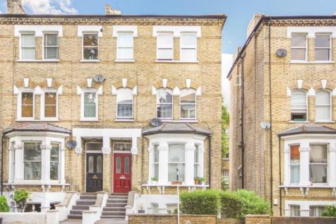 Richmond Road, East Twickenham. 2 bedroom flat
