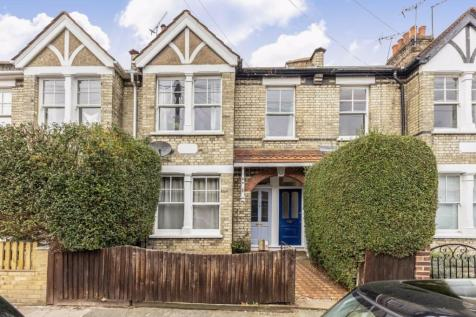 Kenley Road, St Margarets. 3 bedroom flat